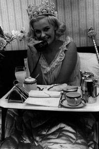 Si su idea de unas buenas vacaciones es el desayuno en la cama, seguir adelante y ser una reina por un día.
