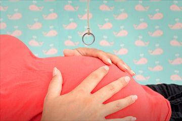 Fotografía - Lo que es realmente detrás de la 'prueba del anillo' por decir el sexo de un bebé nonato?