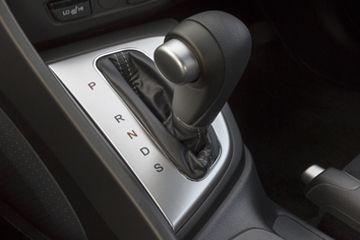 palanca de cambios automática en el coche