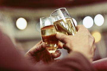 Fotografía - ¿Por qué la gente brindis antes de beber?