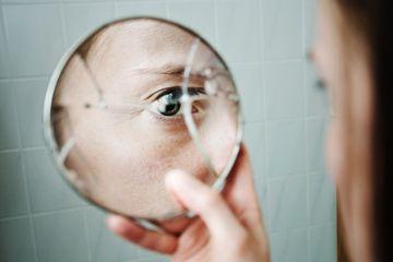 Fotografía - ¿Por qué es mala suerte de romper un espejo?