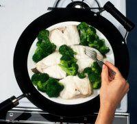 Coloque la placa en un wok.